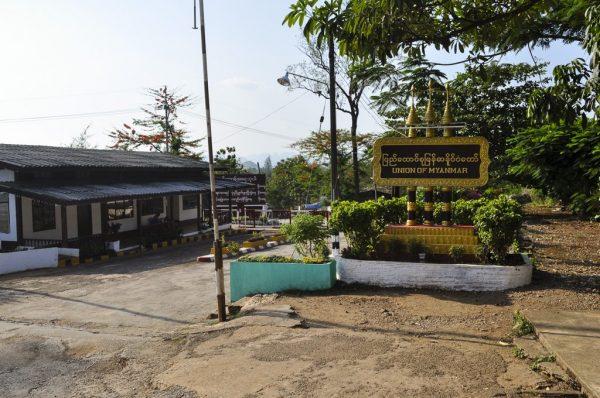12a-at-the-burma-border-three-pagodas-pass-2-1024x680