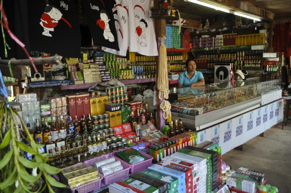 3-duty-free-shop-three-pagodas-on-burma-border